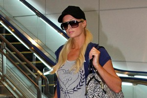 0922-Japan-Paris-Hilton_full_600