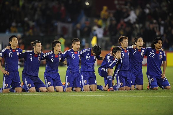 Japan-players-kneel-and-p-008