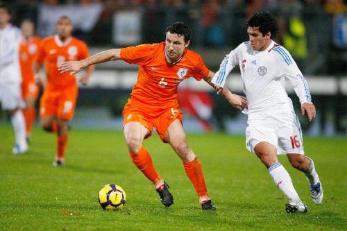 http://cdn.worldcupblog.org/netherlands.worldcupblog.org/files/2009/12/markvanbommel3_knvb_groot.jpg