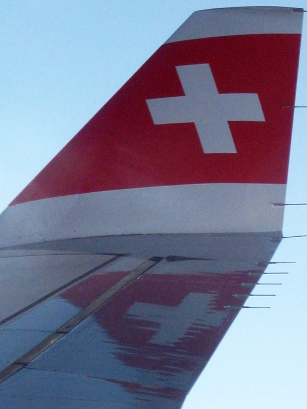 swiss_airplane_flying_2009